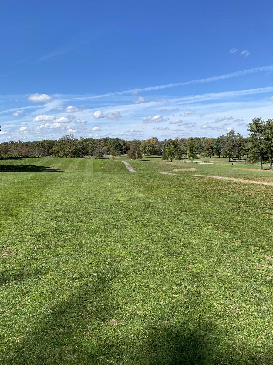 Yesterday on the links. #golf #baltimoreclassicfive #forestpark #fairway #sunshine #BlueSky #fall https://t.co/gJWjR8FMa6