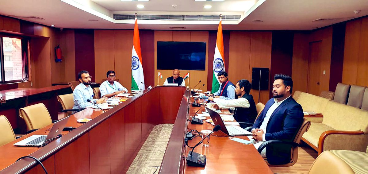 🇮🇳 India  EU 🇪🇺  🔹Looking Beyond the Horizon🔹  Dialogue b/w Policy Planning Units of India and the European Union to discuss various issues of common interest, which we may face- years from now   A relatively new institutional mechanism to further strength #IndiaEU relations https://t.co/R4Rl1RsD5W