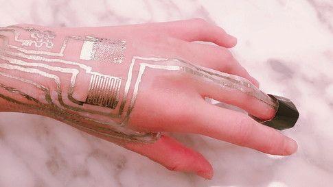 These biometric tech sensors can be applied directly onto human skin https://t.co/HRLz6mmije #tech #WeatableTeach https://t.co/VQ7y17Gpjv https://t.co/XrjRoRjLfl