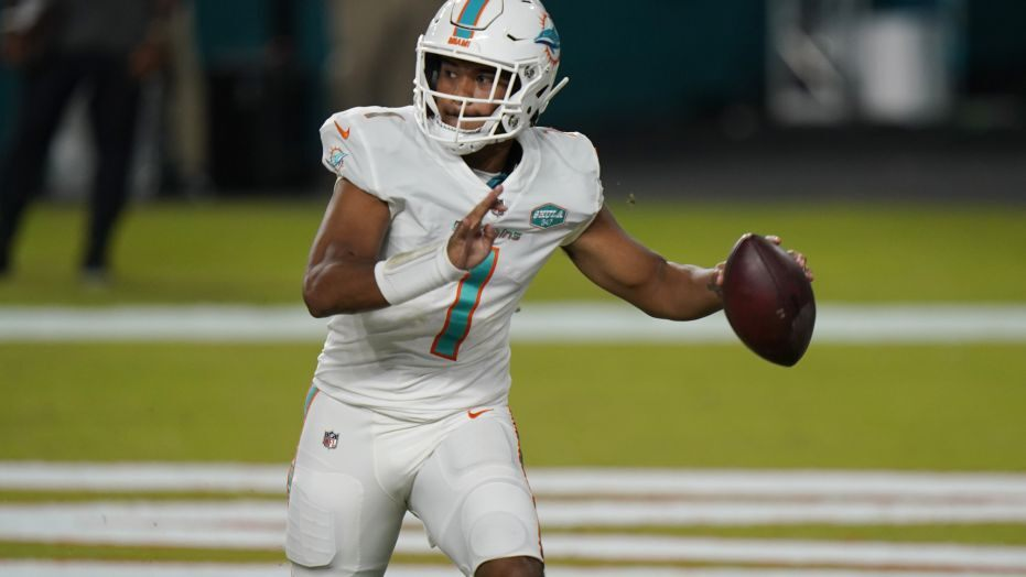 Productive Sunday for the @MiamiDolphins:  ✅Blow out the Jets ✅Shut out the Jets ✅Get to .500 ✅Take over 2nd place ✅Debut Tua  STORY: https://t.co/PIP5Pd5wAj #FinsUp https://t.co/10EVvKGegN