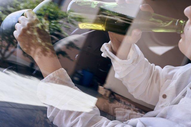 飲酒運転の誘惑、タクシードライバーはどう抗っている?タクシー業界のみならず一般のドライバーも車を乗るならアルコールはご法度。飲酒運転による悲惨な事故などニュースで目にしている筈だがそれでも飲酒運転はなくならはい。それは人命を預かるタクシー業界も一緒である