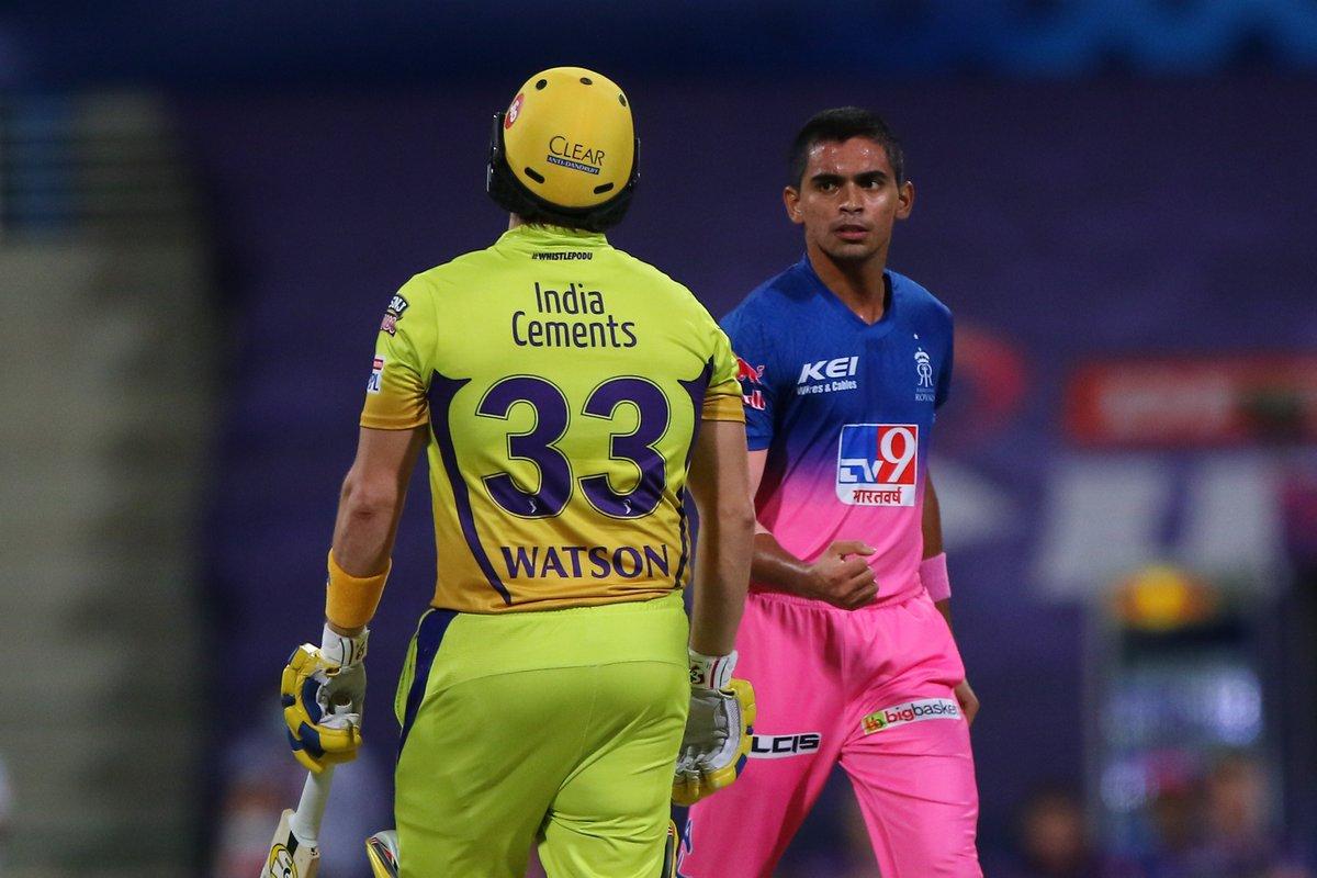 Kartik Tyagi strikes! The Uttar Pradesh speedster removes Shane Watson 🔥 #CSK 26/2 after 4 overs 🚨 Follow #IPL2020 #CSKvsRR 🏏 live: sportstar.thehindu.com/cricket/ipl/ip…