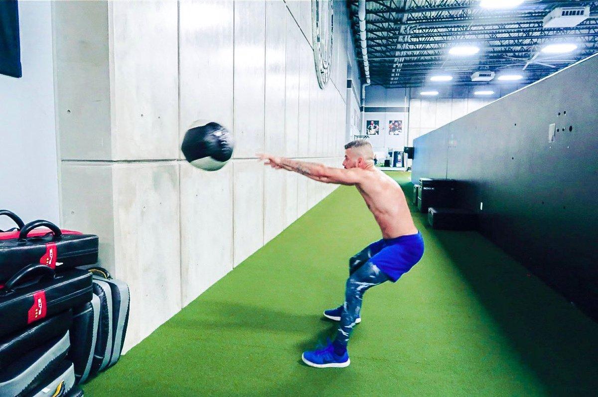 Make sure you start your Monday right 💪🏻 #mma #muaythai #boxing #beastmode #champion #kickboxing #grappling #fighter #fitness #fitnessmotivation #fitnessaddict #americantopteam #wrestling #photooftheday #picoftheday #instamood #instadaily https://t.co/PBGFWU8Uk3