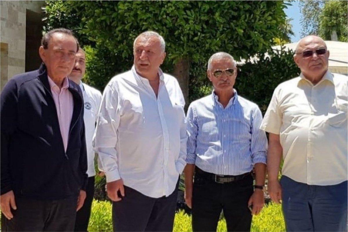 ⚫️ Çakıcı'nın 'bir numaralı adamı': O fotoğrafı önce Ağar'ın yakını paylaştı Emekli Korgeneral Engin Alan, emekli Albay Korkut Eken ve eski İçişleri Bakanı Mehmet Ağar'ın Bodrum Yalıkavak'ta ziyaret ettiği Alaattin Çakıcı'nın https://t.co/wUIRddZQ0F https://t.co/pMEpj7sDWV