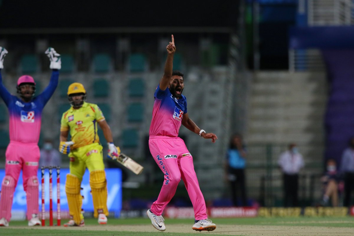 What is the Dhoni Review Systems success rate? Just wondering 🤔 Ambati Rayudu, who goes upstairs post a chat with his skipper, survives after the umpire reverses his original LBW decision. #CSK 53/3 after 8.3 overs 🚨 Follow #IPL2020 #CSKvsRR 🏏 live: sportstar.thehindu.com/cricket/ipl/ip…