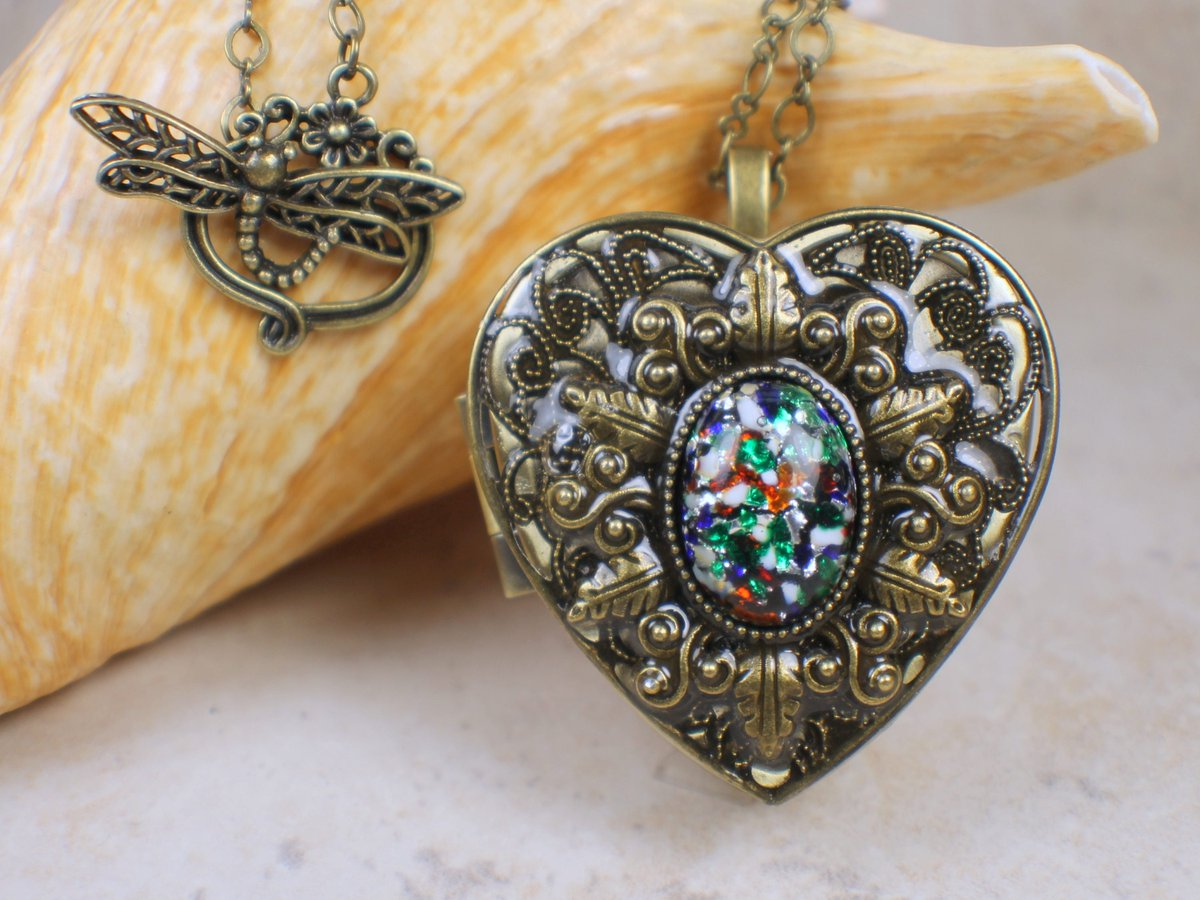 Primary Colors Glass Opal Music Box Locket, Photo Locket, Music Box Locket, Music box pendant,  Heart Shaped Locket, Music Box Necklace https://t.co/3WD54rtoIo ##pottiteam #Handmadejewelry #Charsfavoritethings #Etsy #MusicBoxPendant https://t.co/8DFkdLDB8l