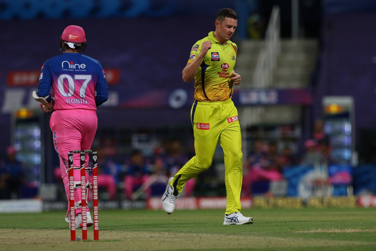 Josh Hazlewood takes the pace off this one and Robin Uthappa has miscued the shot straight to MS Dhoni! #RR 28/2 after 3.2 overs 🚨 Follow #IPL2020 #CSKvsRR 🏏 live: sportstar.thehindu.com/cricket/ipl/ip…