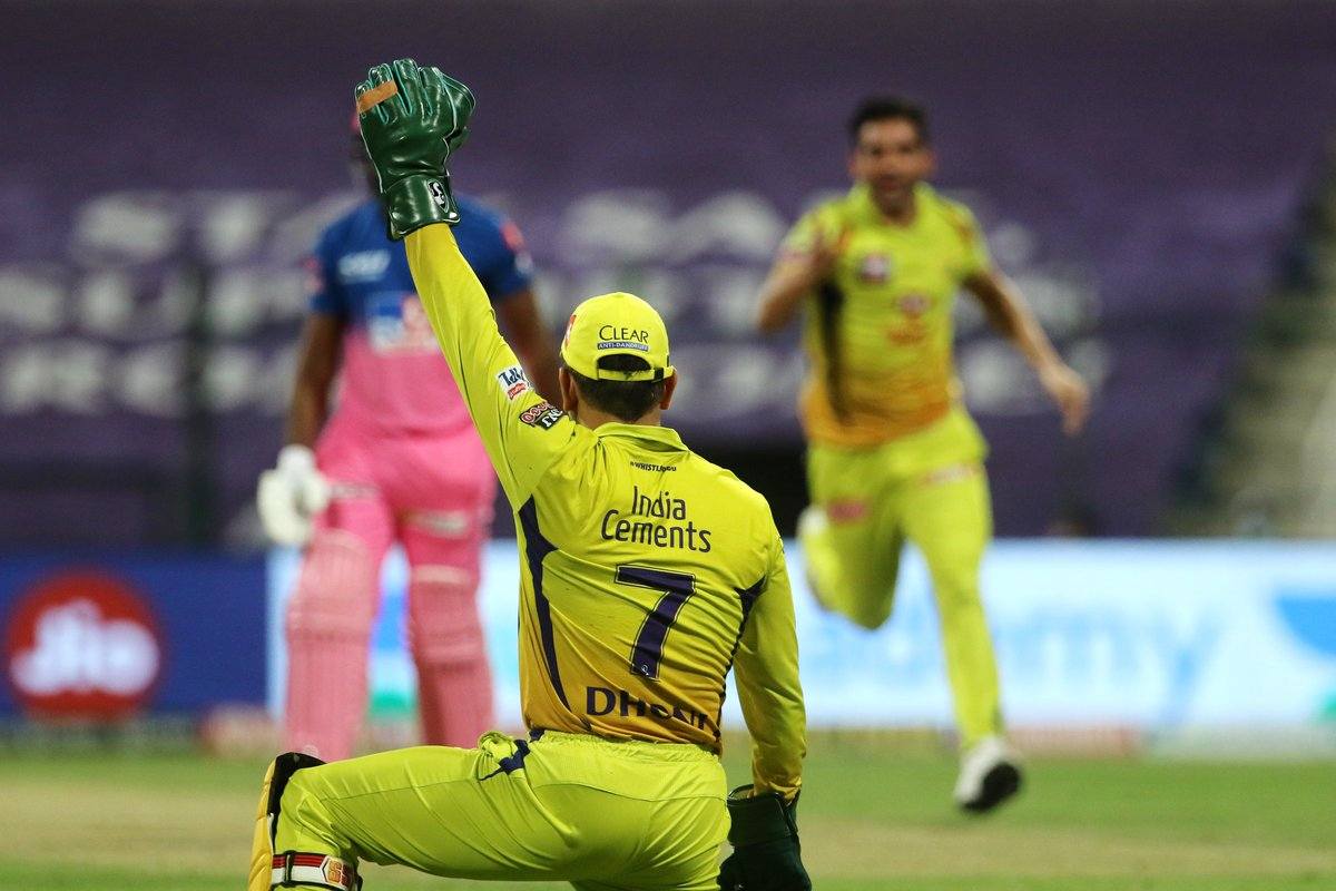 Is reverse-ageing real? MS Dhoni might know a thing or two about the same. The #CSK skipper dives to his left to take what can surely be labelled as one of the best catches of #IPL2020, thus far! #RR 28/3 in 4.3 overs 🚨 Follow #CSKvsRR 🏏 live: sportstar.thehindu.com/cricket/ipl/ip…