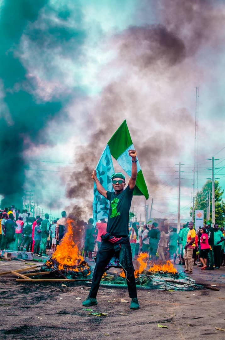 Edo boys didn't free prisoners we did a peaceful protest. #SarsMustGoNow #ShutItAllDown #EdoDecides2020 #EndBadGovernmentinNIGERIA #EndInsecurityInNigeria #EndSARS #EndPoliceBrutalityinNigeraNOW #TachaPrays4Naija #BeninProtests https://t.co/erhbH3gfZo