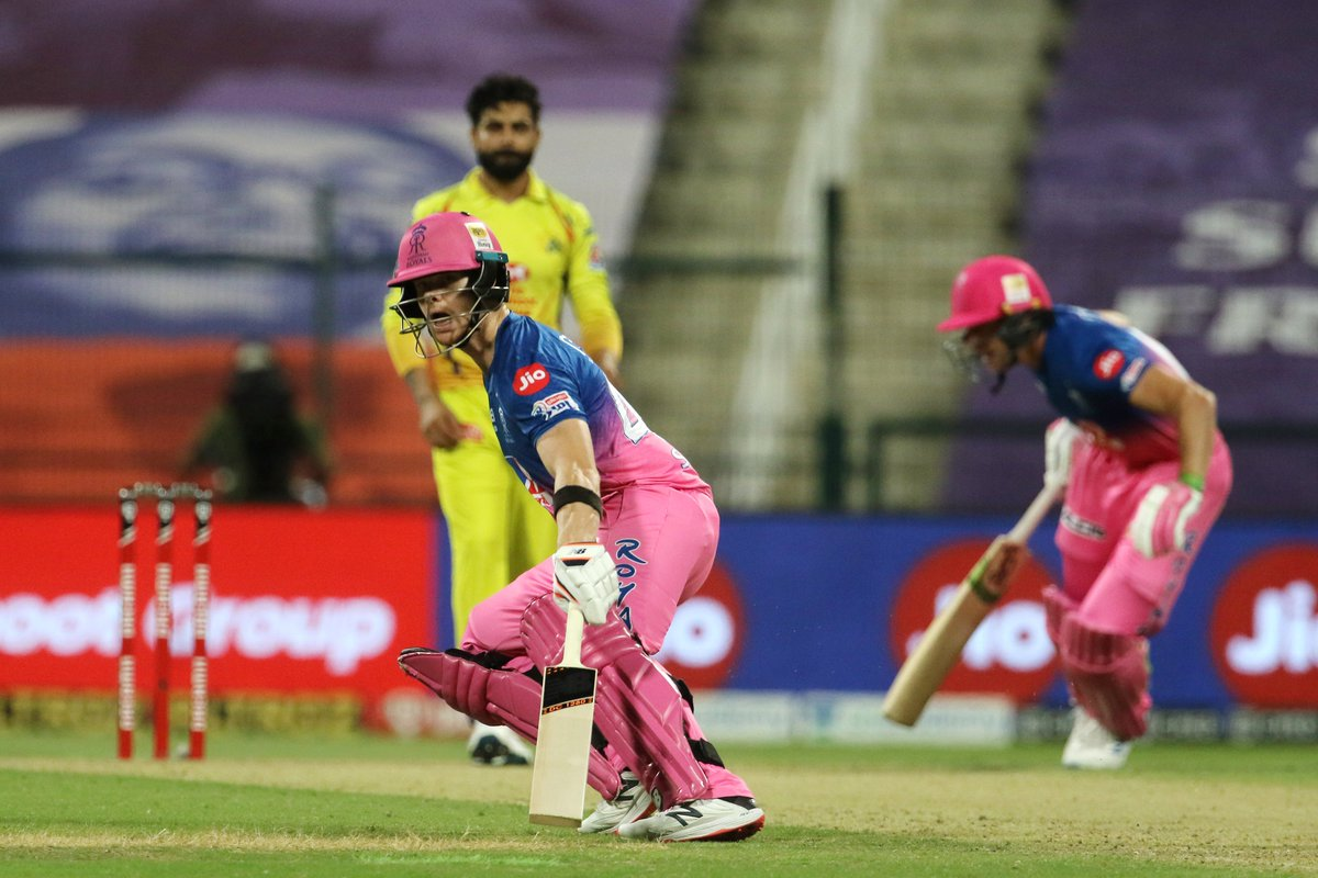 Halfway through the innings, #RR has managed to put up 59/3 on the scoreboard. The side needs 67 runs to win in 60 balls. 🚨 Follow #IPL2020 #CSKvsRR 🏏 live: sportstar.thehindu.com/cricket/ipl/ip…
