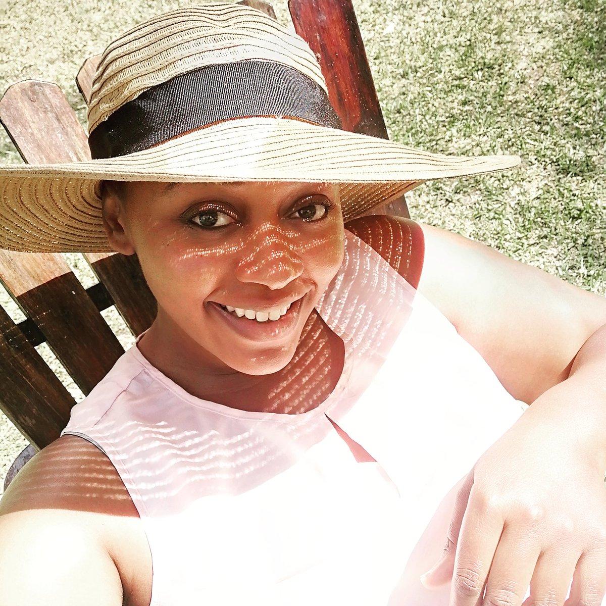 RT @lupwesha: I liked today, got to break my routine a bit...I like exploring!  #sunnydays #sunhat #feelinghappy https://t.co/pgtbky4fYw