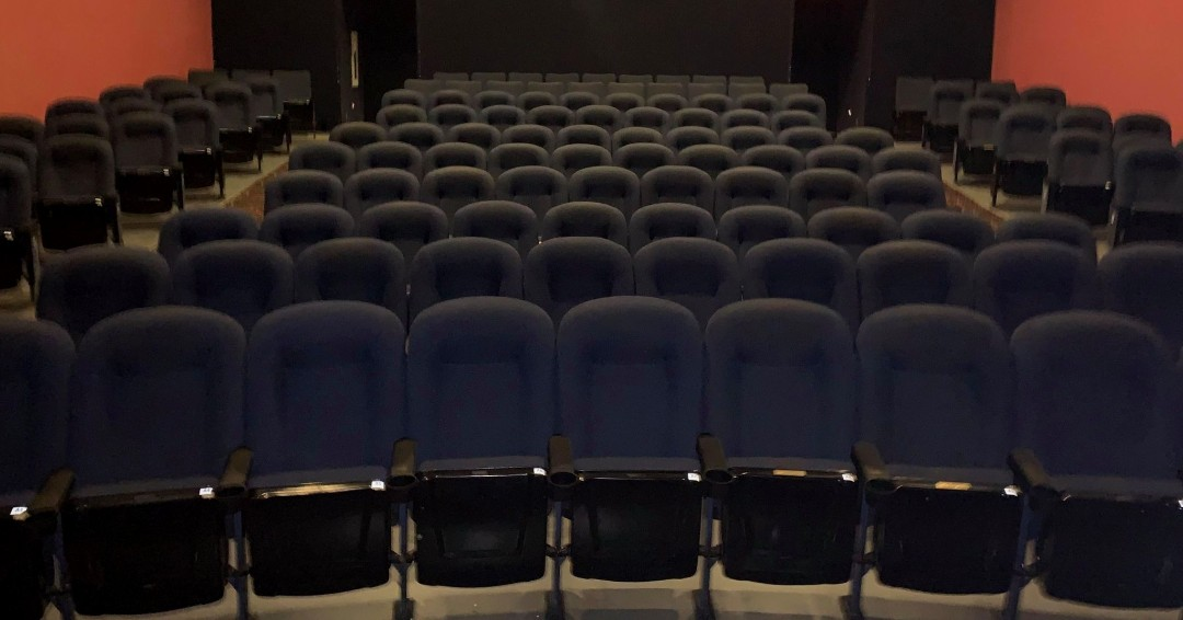 Times are tough due to limited new releases and COVID-19 restrictions. Please consider buying your own seat plaque to help https://t.co/9TNzgavfeD Cinemas 🙏 One seat goes a long way! 💜   Go to https://t.co/lWiCiXPmBF today! 🎥🍿    #buyaseat #seatsale https://t.co/Qm4DM3MX9N