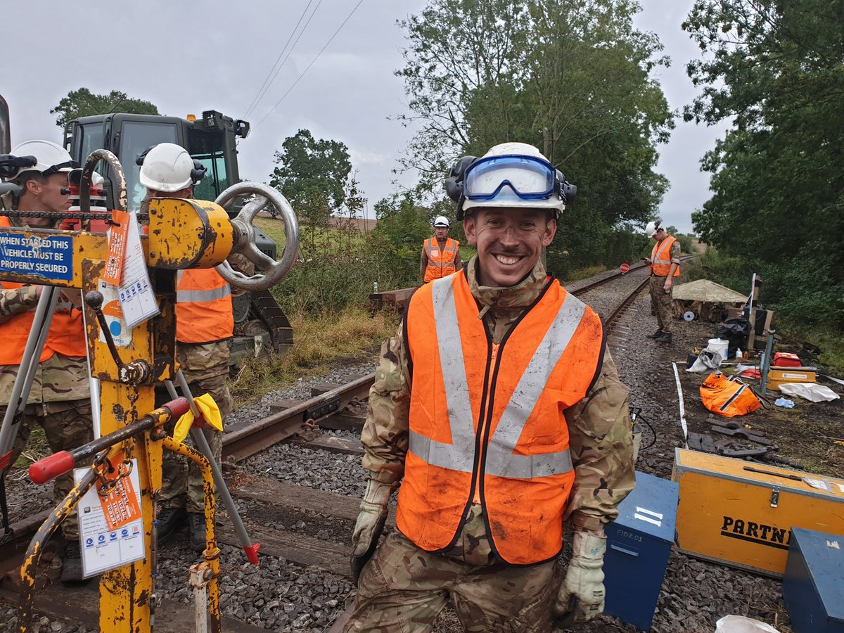 A happy team. Here is a pic of some of our @Proud_Sappers platelayers on the recent track relay works at Harmby on the @WensleydaleRail during Ex Turnout 20.  #ArmyConfidence #railwaysoldier #sappersmart  @65_group @170_Engineers https://t.co/3PESwqFtdk