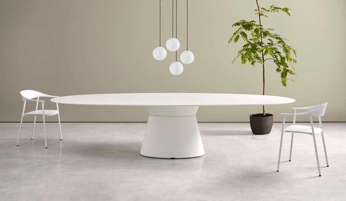 The meeting point between two essential volumes in equilibrium generates a table base with a sculptural outline. Say hello to ESSENS.  https://t.co/rdMI1vXaDB