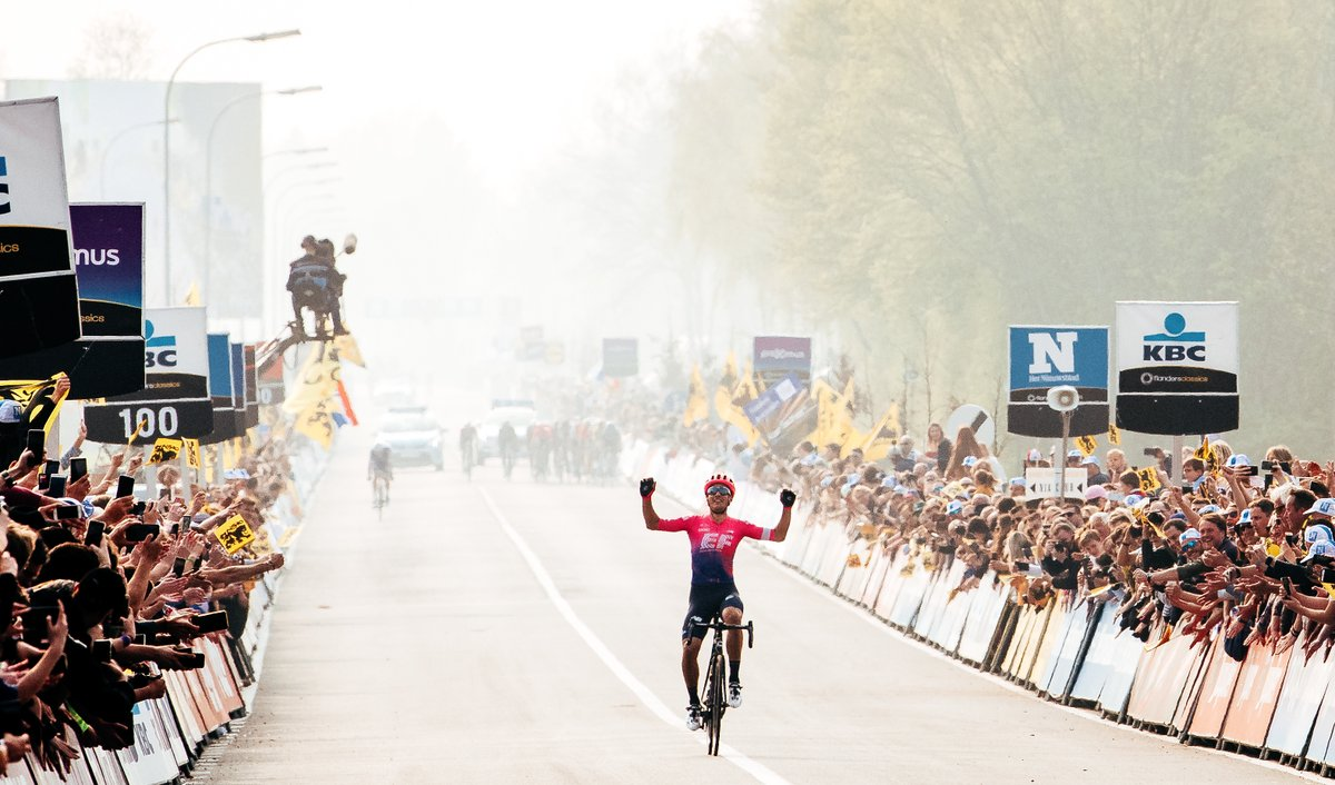 .@AlbertoBettiol is auctioning off his Flanders memorabilia in efforts to raise money for Meyer's Children Hospital. Make your bid in the auction today: https://t.co/u3L8rk9y6M https://t.co/pQeXA9QMpl