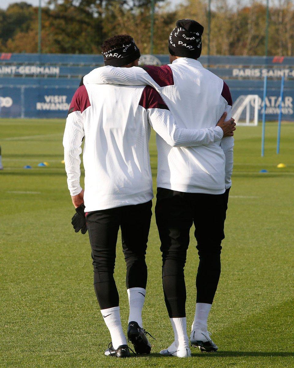 Brothers on the pitch! 🤝🏼🇧🇷🇫🇷⚡  #Neymar #NeymarJr #NJR #PSG #ParisSaintGermain #France #Paris #NeymarFans #NeymarSkills #UCL #OPAITAON #Futebol #Football #Mbappé https://t.co/Jd0Nj5PVkb
