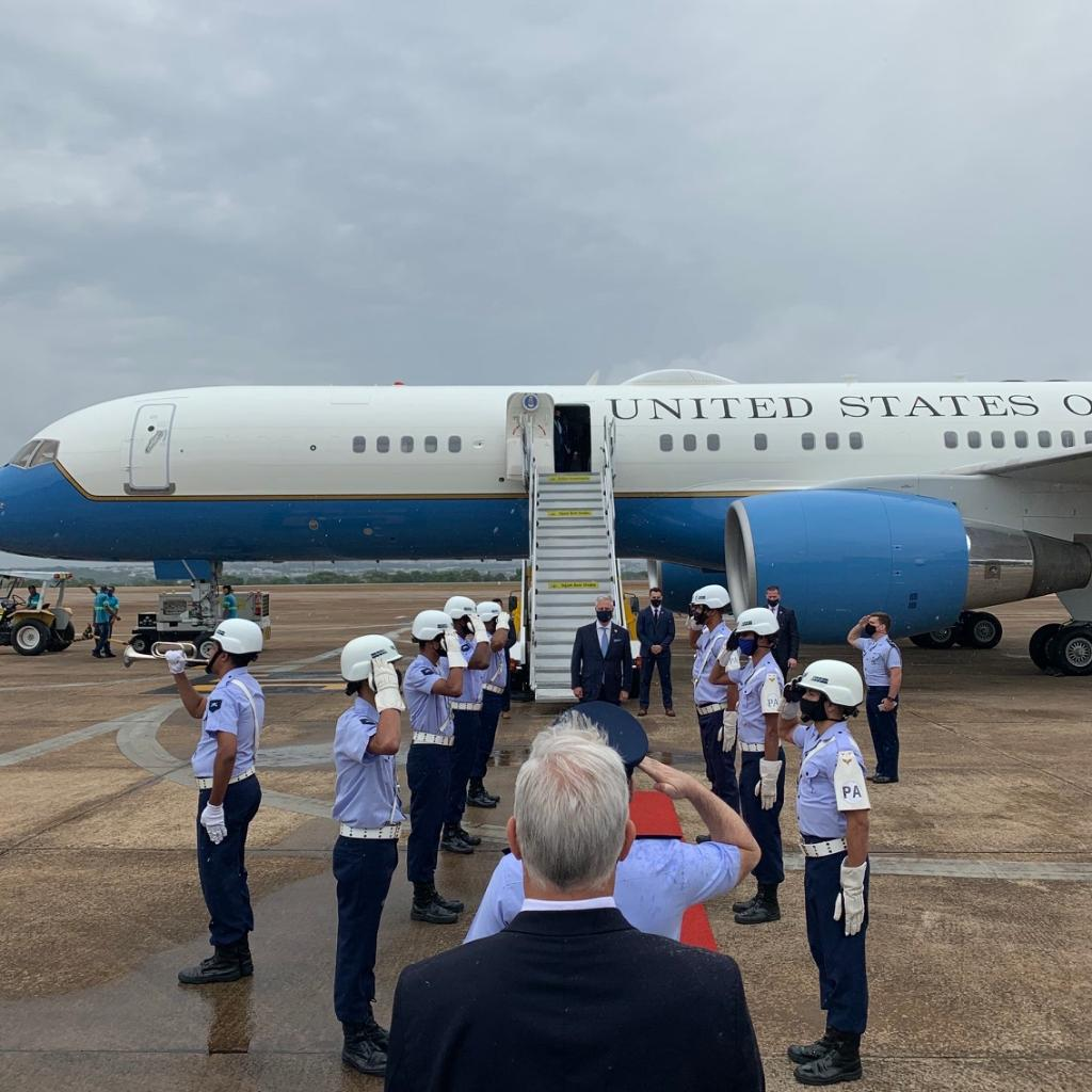 NSA Robert C. O'Brien and the US delegation from @EximBankUS @USTradeRep and @DFCgov have arrived in Brasilia. We are honored to receive such a gracious welcome.