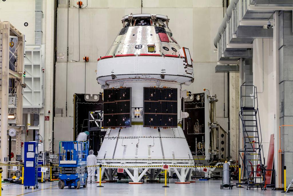 Last chance to see @NASA_Orion's solar wings before launch! Next time will be on the way to the Moon during the #Artemis I mission. The ground operations team @NASAKennedy will soon begin final integration with the @NASA_SLS rocket. go.nasa.gov/349ybOa