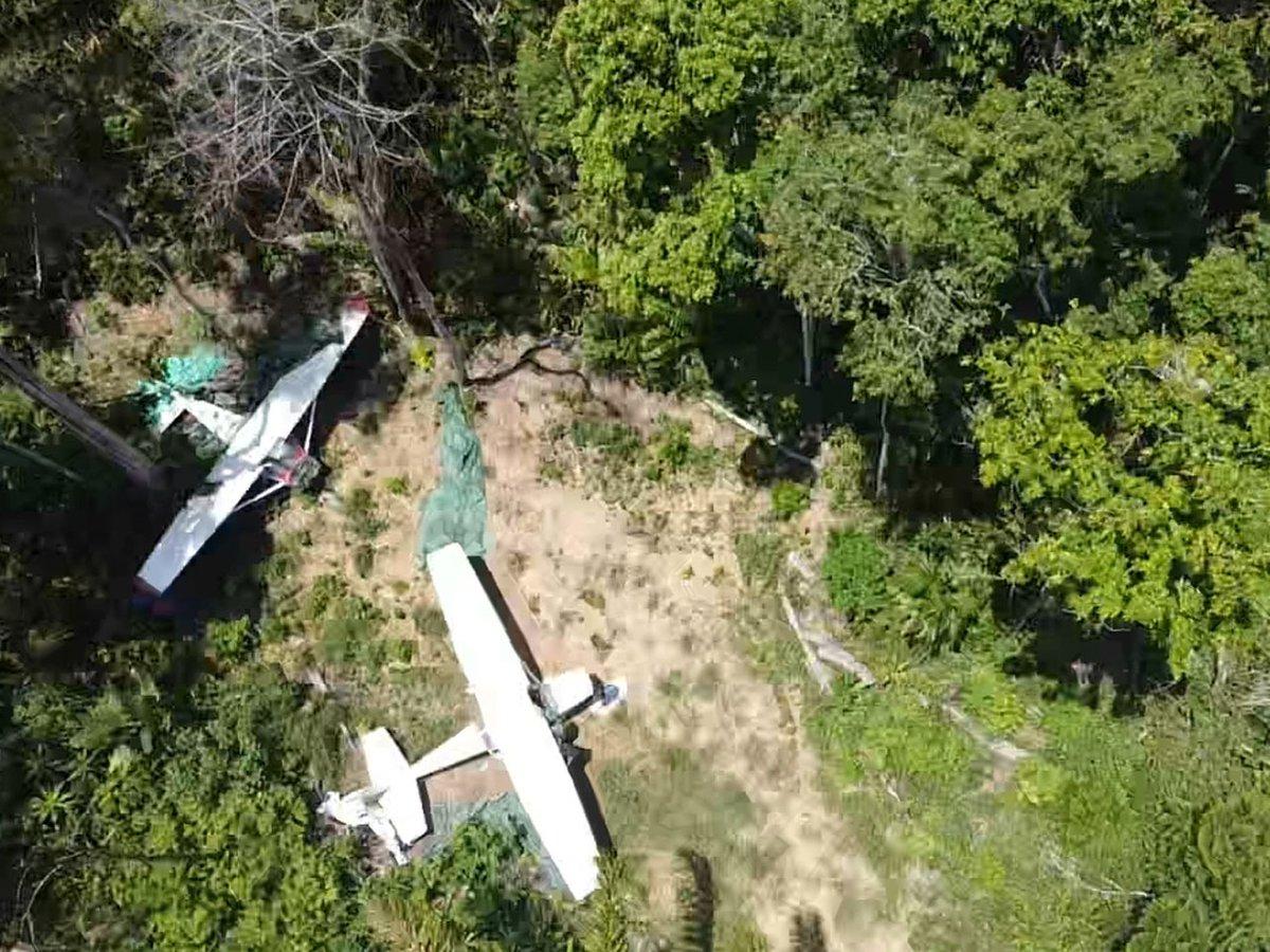 Tropa da 1ª Brigada de Infantaria de Selva apreende aeronaves utilizadas em ações ilícitas em Iracema (RR) https://t.co/siutrJU5Ok #BraçoForte #MãoAmiga https://t.co/Mus4YZWHaK