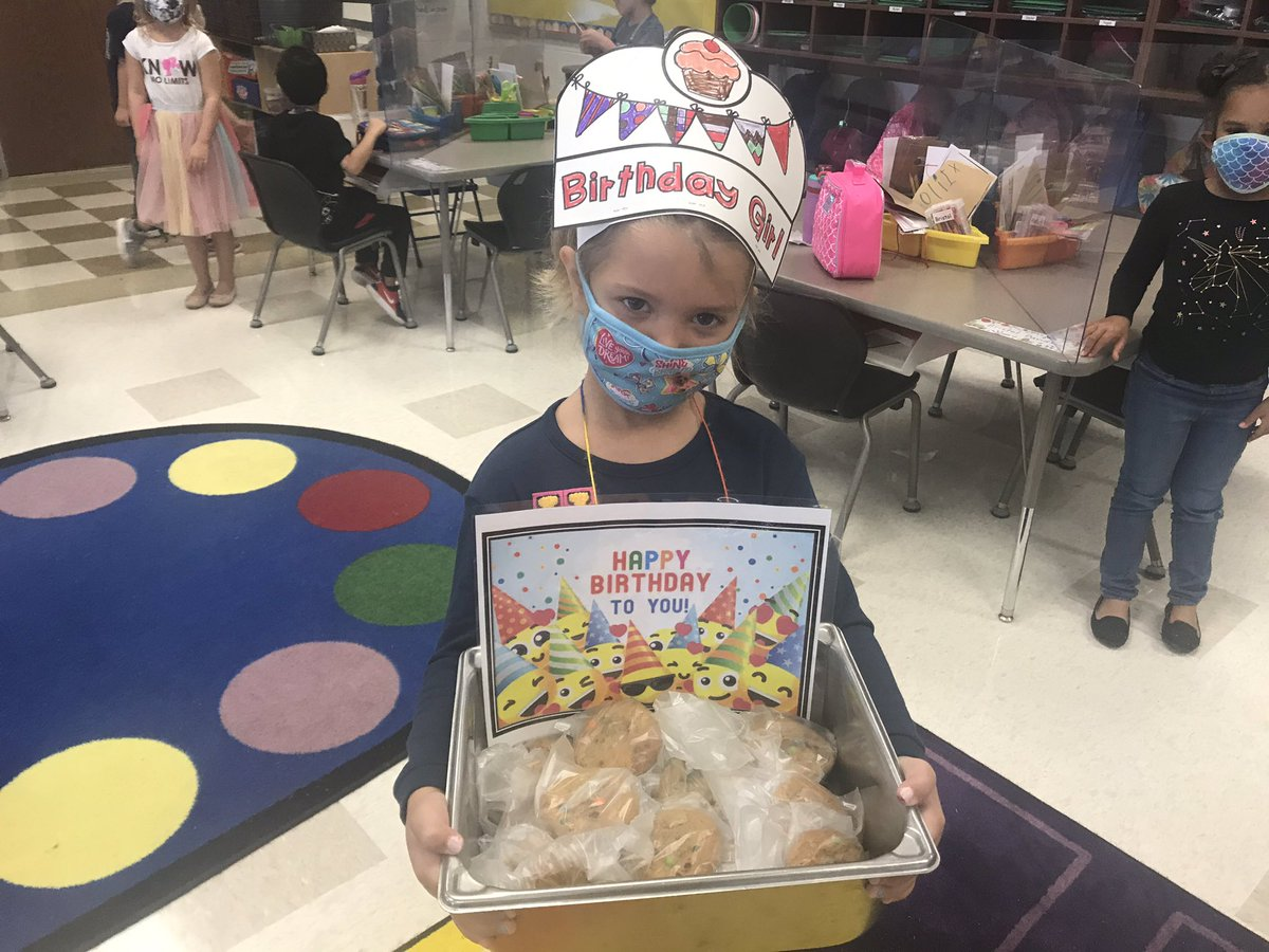 RCE cafeteria prepared a very special birthday treat for this sweet girl . Yummy m&m cookies !🎉 At RCE we celebrate each other! #oneRCE https://t.co/KIScvFejLu