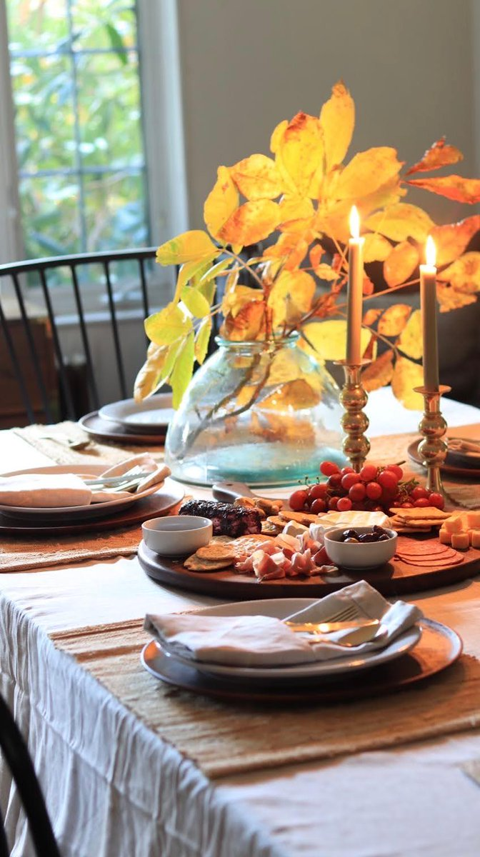 What makes @FwMadebycarli's fall-tastic tablescape different than most? 🍂 Every piece is @FairTradeCert ✌️ From the Quinn Stoneware to the Belgian Flax Linen tablecloth, the products on this table setting support safe working conditions and fair livelihoods. #FairTradeMonth https://t.co/yg3WpKlfyX