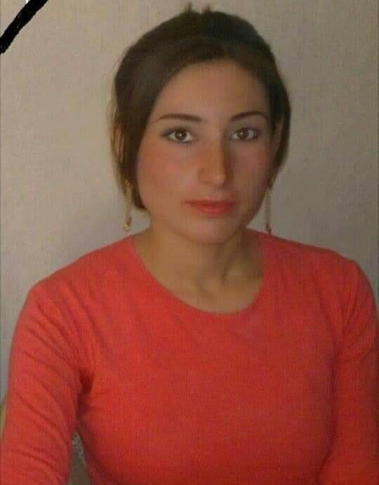 حنان الايزيدية من أهالي قرية كوچو ، كانت طالبة متفوقة في ثانوية كوچو حيث نجحت بمعدل 98 % من الصف الخامس العلمي حصلت على أعلى معدل في المدرسة عام 2014 ، كان حلمها أن تصبح طبيبة لخدمة الأيزيدياتي ..لكن الدولة الإسلامية داعش وقفت في طريقها وقتلها. #انقذوا_الايزيديات_المختطفات
