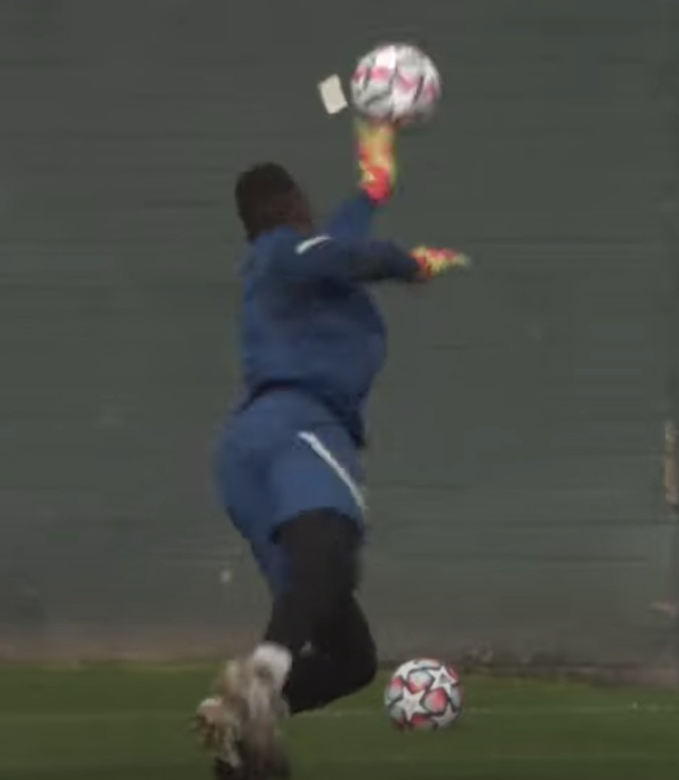 Edouard Mendy is back to face Sevilla, on the evidence of this Chelsea training footage.  H/T @SJohnsonSport, who gets a spotter's badge from his old (ish) boss at @haytersTV!  See here: https://t.co/MyH7PBhccJ #Mendy #CFC #CHESEV https://t.co/YTRjkNu088