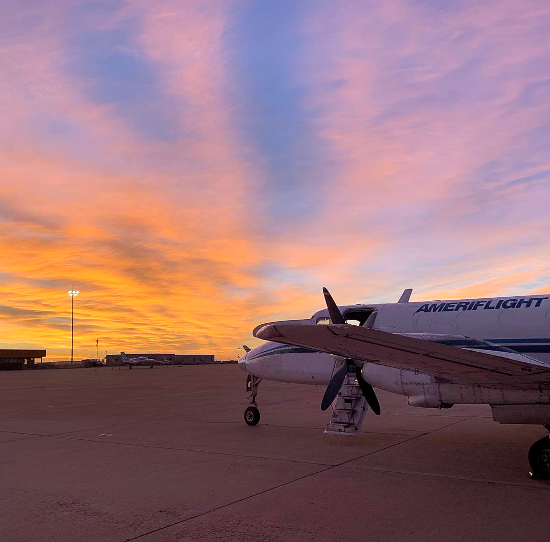 Underneath this Amarillo sky… 🤠🎶 #sunset #airplane #avgeek  Photo by: First Officer Natalie Shemigon https://t.co/3pLTxILap6