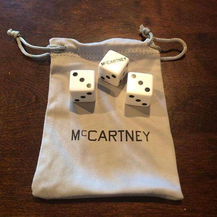 No sé porqué, pero siento que algún día tendré esta bolsita y dados en mi colección. 😊🎲 #McCartneyIII