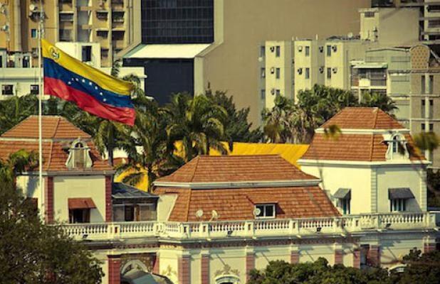 #SabíasQue| Miraflores un símbolo de poder… por ahora  Lee más #ElCandelazo 🔥  👉https://t.co/z4idIj8hhJ  Por: @i_Rho  #20Oct https://t.co/03RF9OzMY9