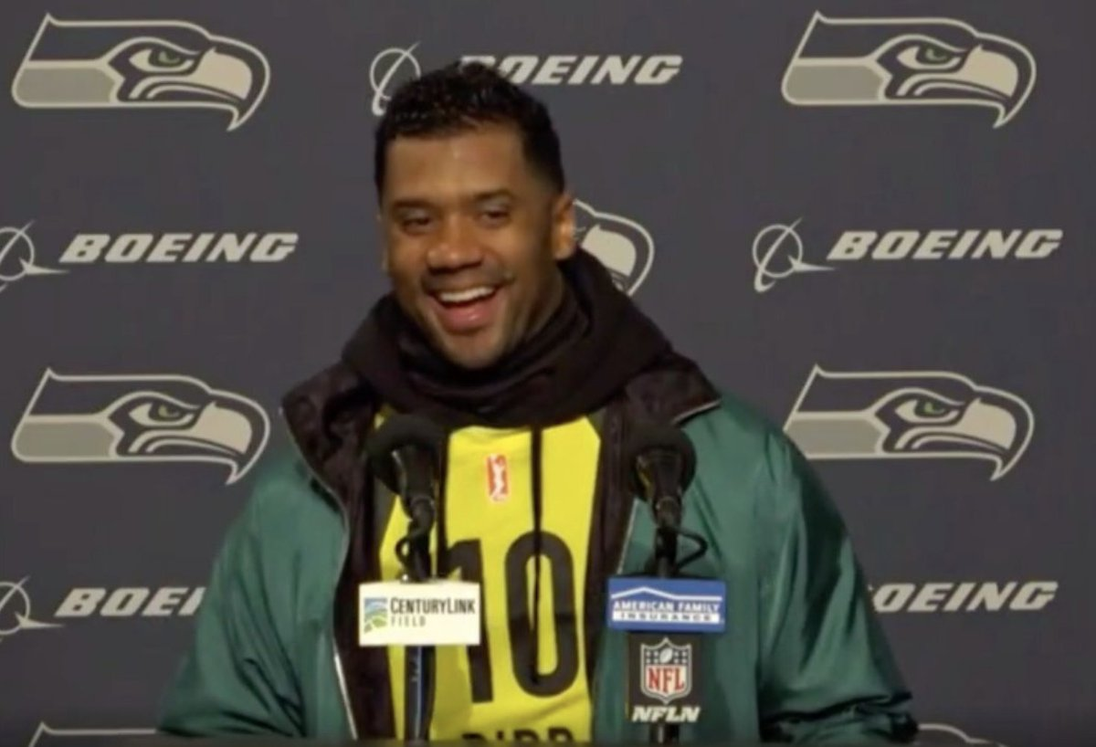 Russell Wilson seeing Josh Allen and Aaron Rodgers both lose on national TV: https://t.co/BOEvMVHF5C