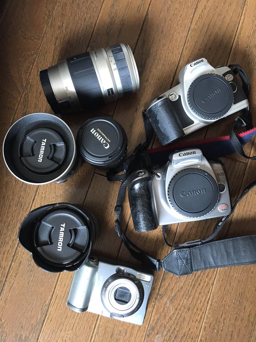 部屋を整理してたらカメラで写真を撮るのが好きだった頃の遺品が出てきた。フィルムでのKissとデジタルのKissの初号機。タムロンのデジタル対応望遠ズームレンズ。