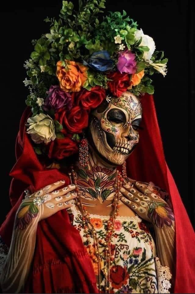 Winner of the Catrina body paint contest in Mexico City..... https://t.co/Ec9CgNhJCX
