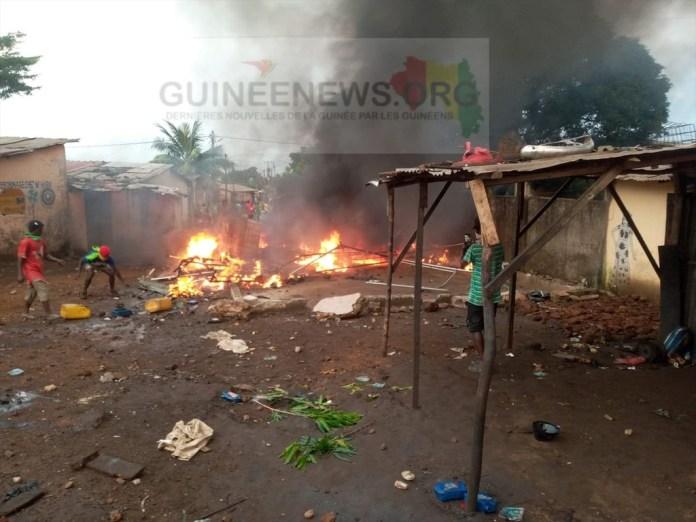 En #Guinee , les #FDS tirent sur les militants de @Cellou_UFDG et tue Trois jeunes garçons @svabilo10 @GuineeBuzz @Guineenew #Conakry   #224infos #Sénégal #kebetu #Snap221 #team221 #Afrique #actualités #CestLheure @liberalinternat @224infos https://t.co/qB9AWzSude https://t.co/lc7Z1qOwPa