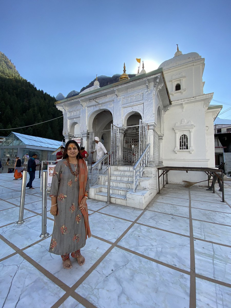 #Gangotri A picture of serenity, the humble abode of Maa Ganga is situated by the side of Bhagirathi River. The stone on which Bhagirath is believed to have done his Tapasya to please Lord Shiva is known as the Bhagirath Shila which is located fairly close to the Gangotri Temple. https://t.co/SUaWq97h8M