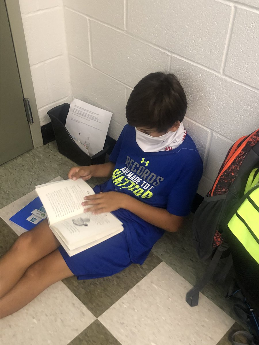 We practiced reading stamina with our WHOLE CLASS!! It sure is good to be back 💗 #oneRCE #cantstop4thgrade #strongertogether https://t.co/uSHrW7JpLf