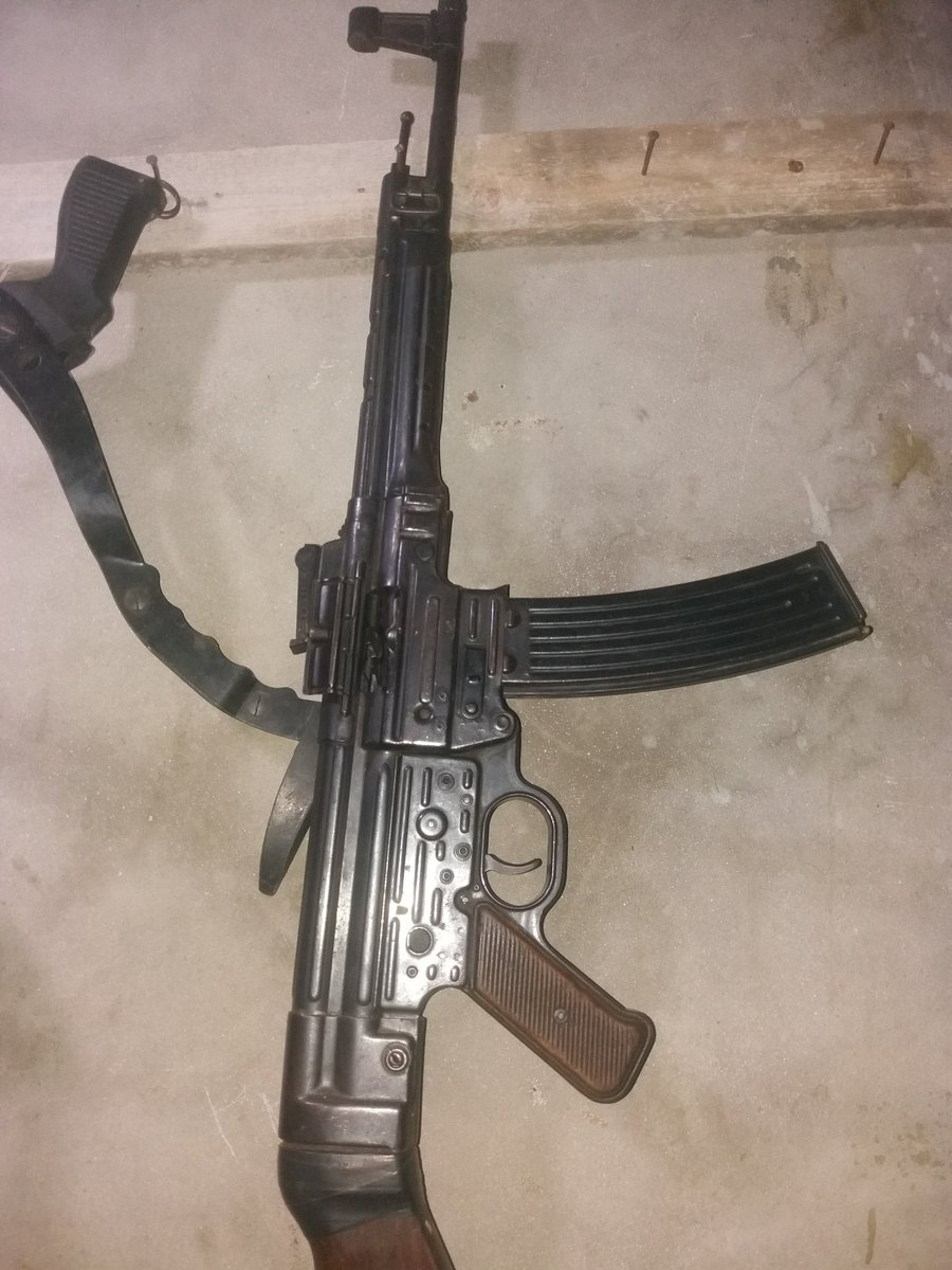 A Nazi-era MP44 (What became the StG 44) on sale in #Idlib recently. It may have some mixed/refurb parts but is in otherwise very good condition.  Costs the grand total of $35, which is a little overpriced. https://t.co/1ZuFtI3Bus