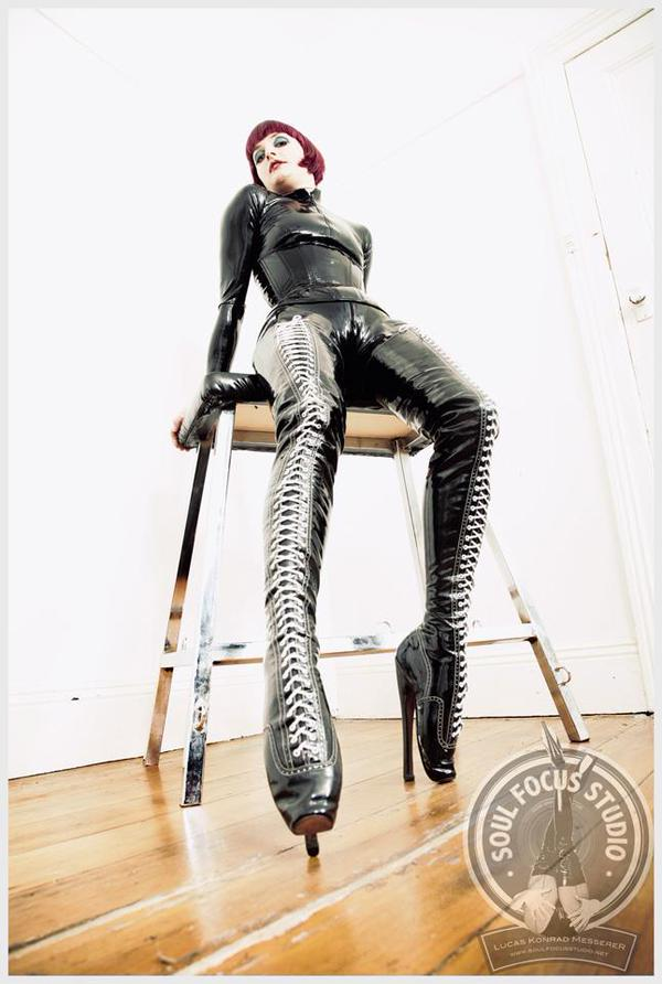 Mistress Tokyo of Australia listed here PANDEMOS Mistress Directory pandemos.net/australia (Pic: @mistresstokyo )