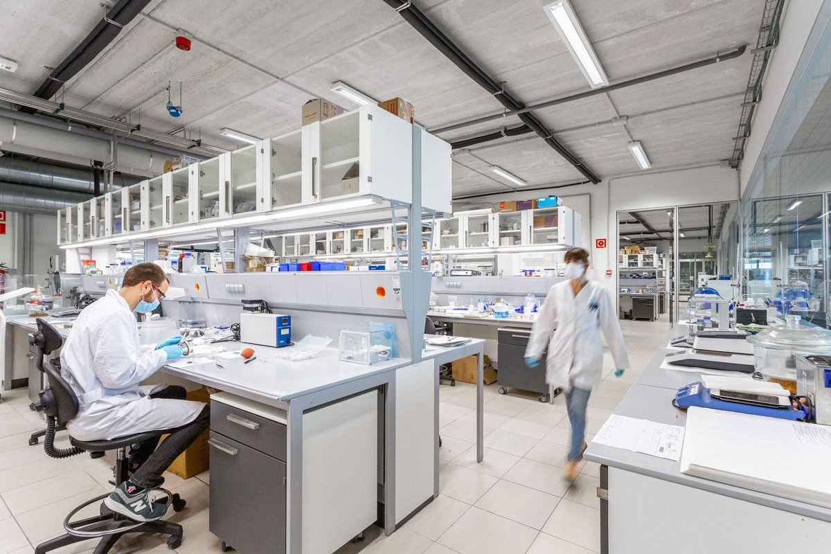 At CIC energiGUNE we are looking for a student to complete a PhD in the accelerated discovery of electrode materials for Li- and Na-ion #batteries, using Artificial Intelligence in an international environment with state-of-the-art facilities. Are you?👉https://t.co/WRdyy0M4Mj https://t.co/x8l26IOjm4
