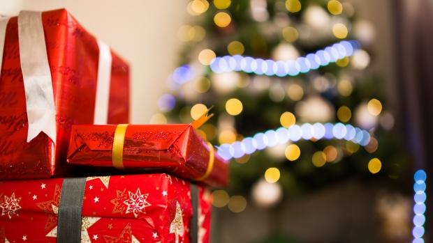 Pattie Lovett-Reid: Households plan to spend 18 per cent less this holiday season https://t.co/clfU133s6Y https://t.co/8u7mXinyr9