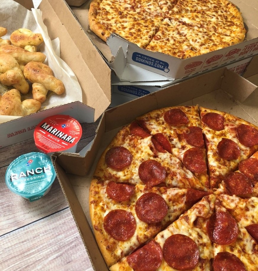 """👇Wondering where your pizza is? 👇  The Domino's Tracker® just got cheesier – I mean easier!  Now @alexa99 will say those magic words: """"Your pizza is on the way!"""" when you choose to track your order with Alexa on https://t.co/kzR2Dmo5Hc. Ya can't spell 'pizza' without AI. 😏 https://t.co/z3IZa2rJOn"""