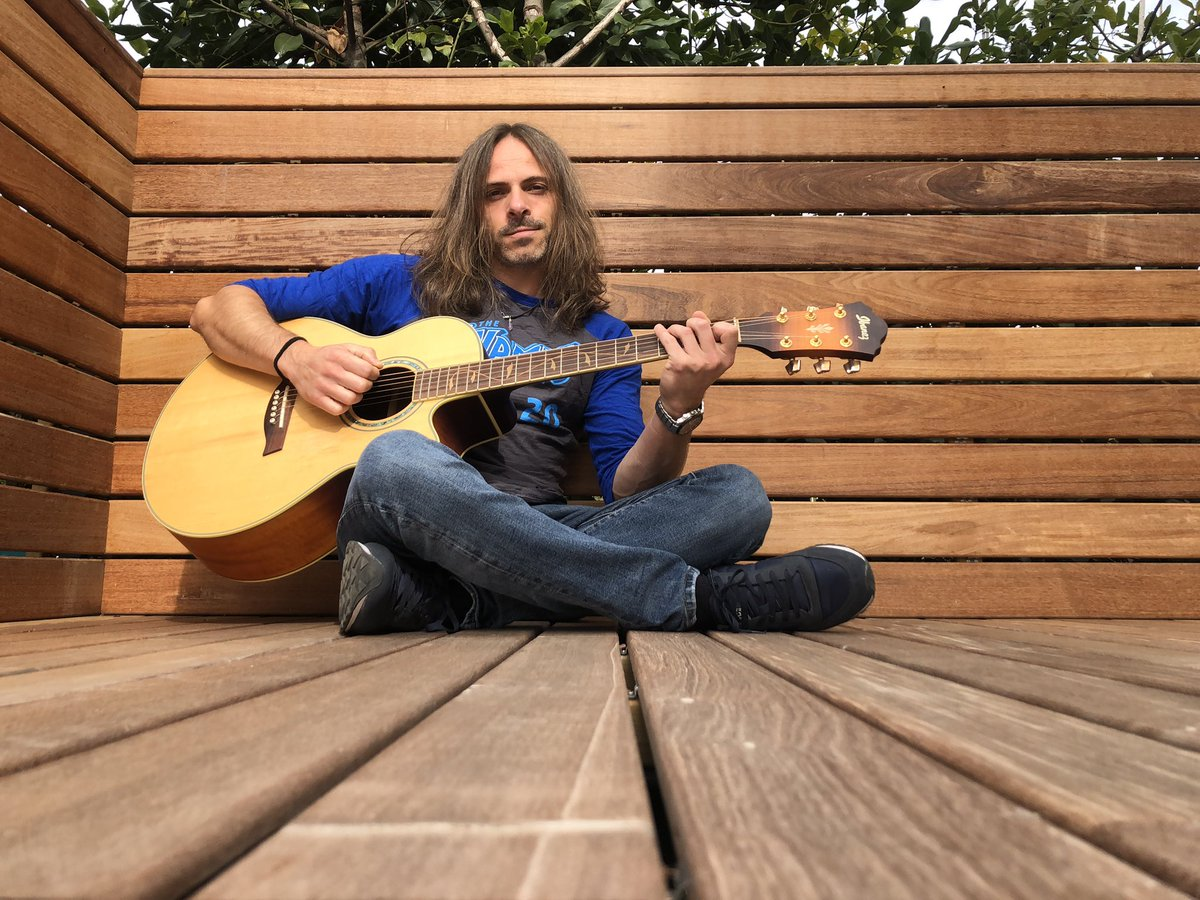 More acoustic today...positive, strong and inspired!! #acousticguitar #wood #positive #strong #inspiration #nammshirt #writing https://t.co/wCP9PNn3gY