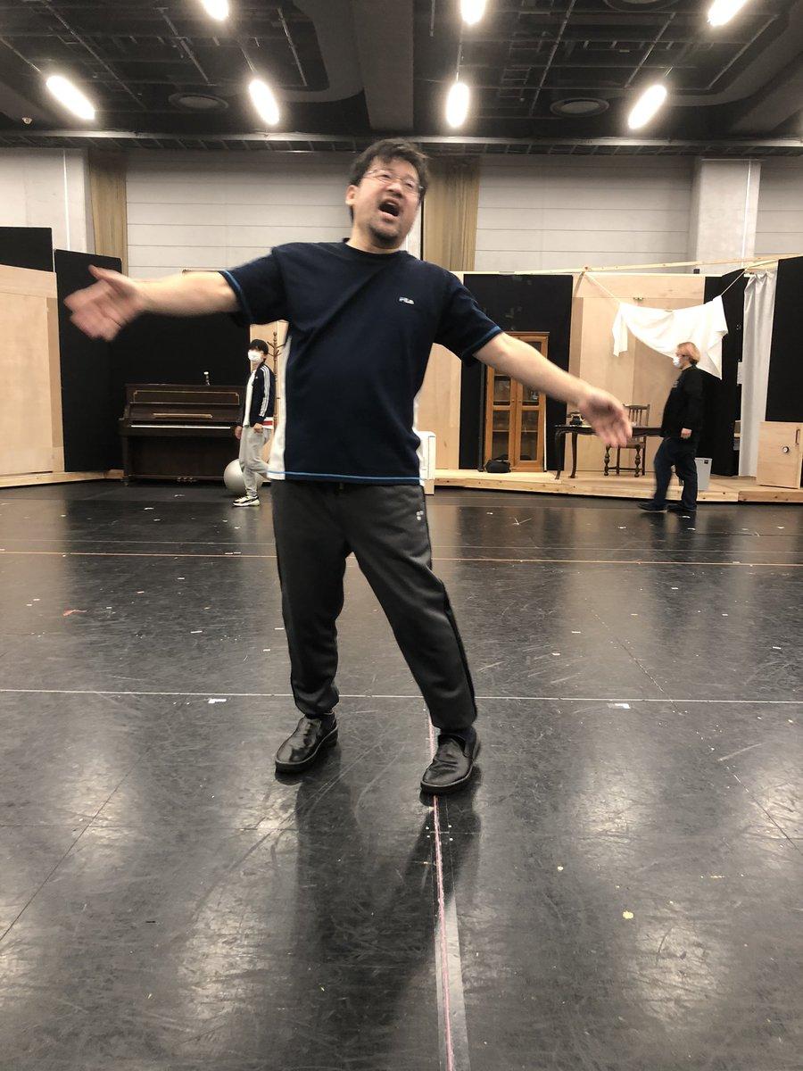 ダンス自主練中の佐藤二朗おじさん