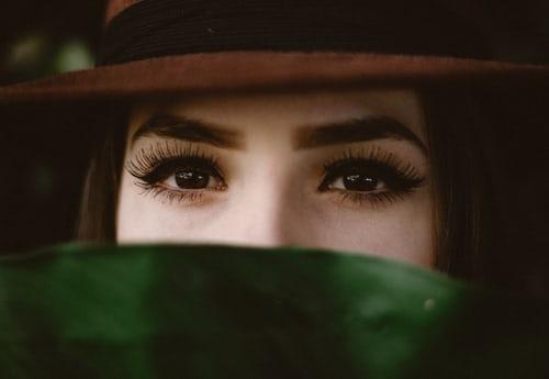 Applying vitamin E with cotton swabs on eyelashes every day can make eyelashes longer #makeup #cosmetics #skin #makeuptips #beauty #eye #eyelash https://t.co/cIyqMh6VP0