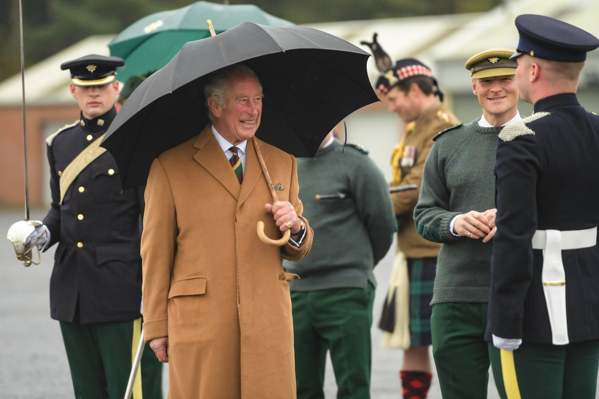 Last week HRH The Prince of Wales visited the @ArmdCavRDG as Colonel-in-Chief of the Regiment before the unit moves to Warminster next month He presented Long Service & Good Conduct medals and welcomed Cpls Acaster and Ashcroft, on transferring into the regiment @ClarenceHouse