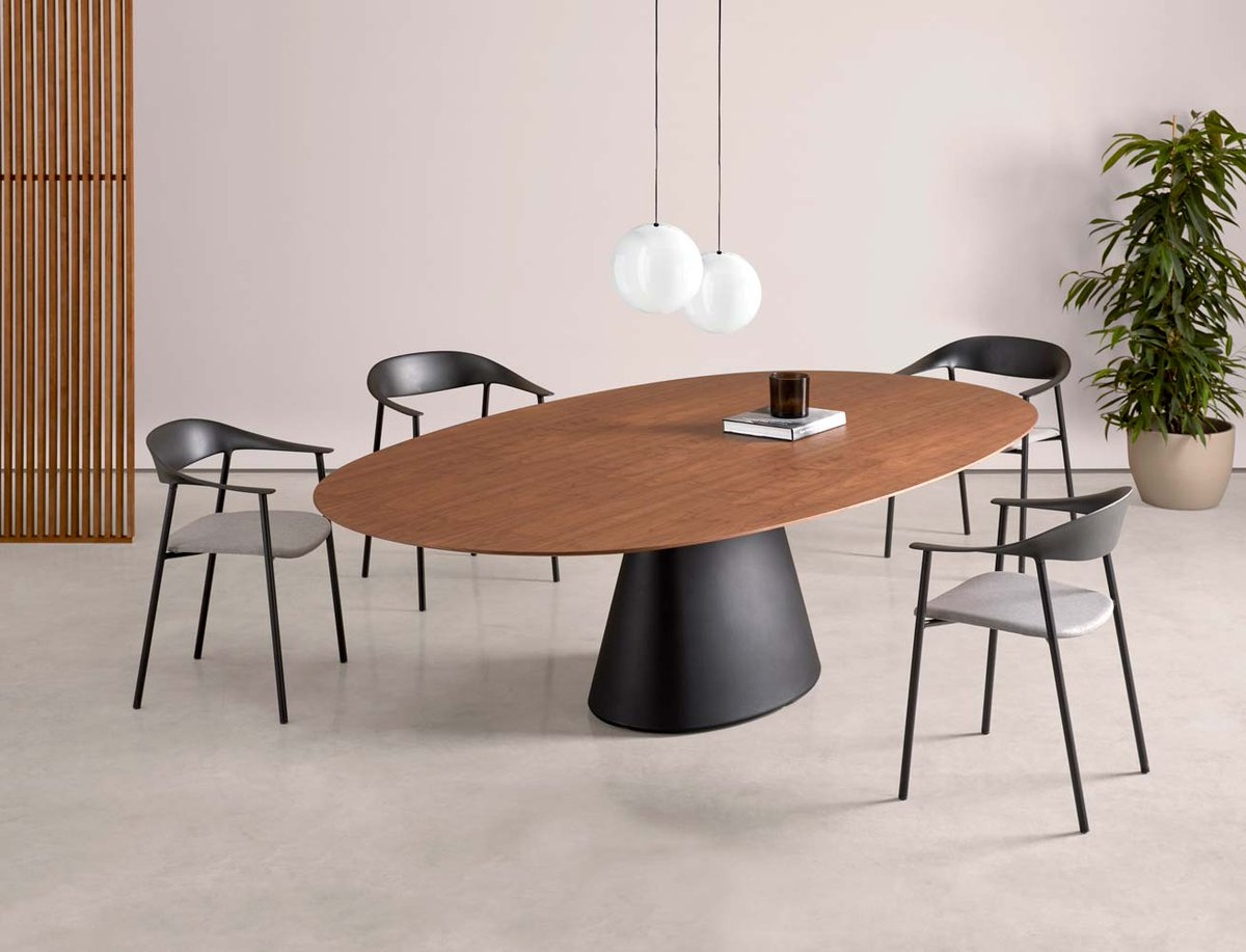 Designed by Jonathan Prestwich, the ESSENS tables combine versatility, beauty and harmonious proportions. Click below.  https://t.co/rdMI1vXaDB