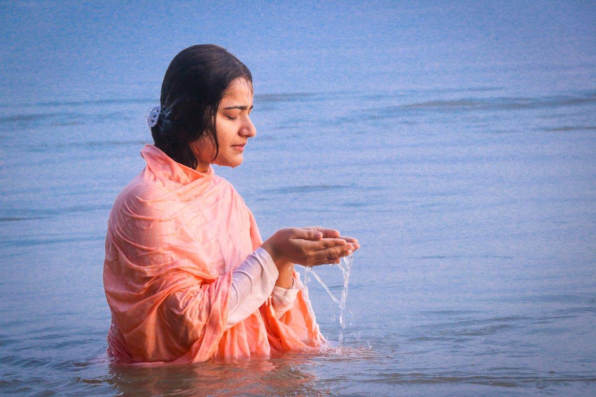 दर्शन,स्पर्श, जलपान तथा नाम संकीर्तन से सैंकड़ों एवं लाखों पापों का क्षण भर में हरण कर लेने वाली मां गंगा को कोटि कोटि नमन ।  #shrikrishnapriyaji #ganga #holyriver #saveganga #nature #devbhoomi #incridibleindia #power #ghat #beauty #gratitude https://t.co/t7JODWGGPt