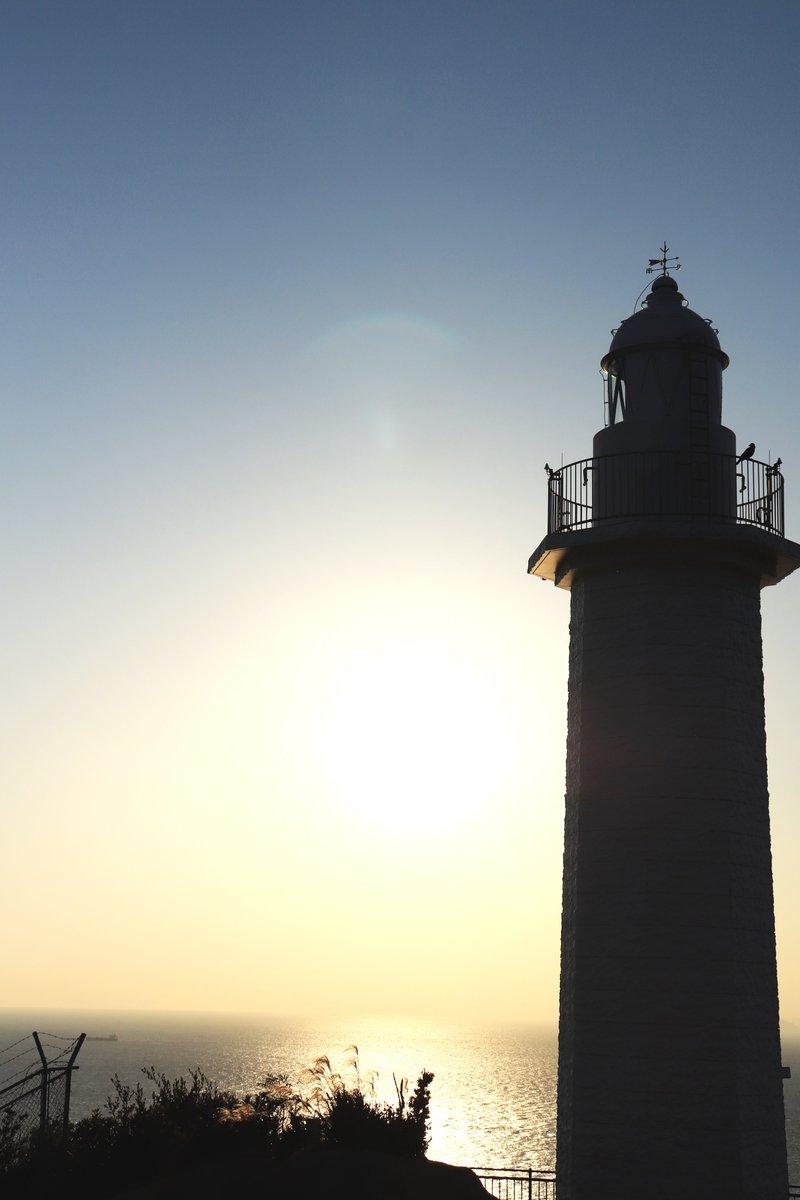 今日の夕焼け  海の見える そして水平線  広大な海と空 普段見てる 街中やビルとは違って  見ていて 癒されました💫  いい場所だったので また機会があれば 訪れたい🙌  #夕焼け  #夕陽  #灯台  #水平線  #海  #Canon https://t.co/936wk9n7Fz