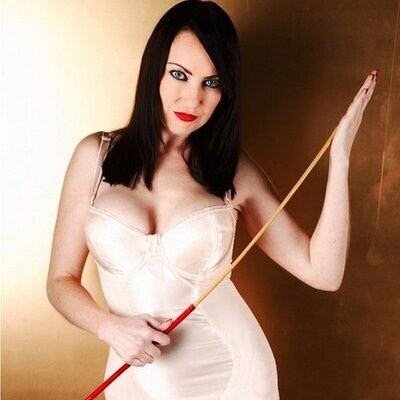 World-Wide World-Class Mistress Miss Jessica Wood of Hertfordshire pandemos.net/cp-caning (Pic: @MissJessicaWood)