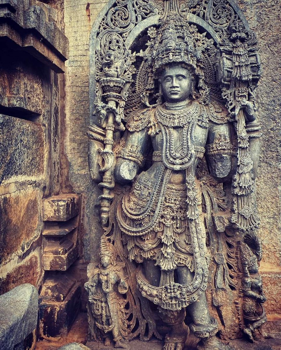 Such exquisite carvings ... so much importance to details ..  #belur #12thcentury #chennakeshavatemple https://t.co/3snTxGwTX6